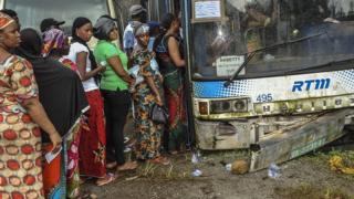 Un bureau de vote installé dans un bus en panne, lors de la présidentielle en 2015 (illustration).