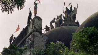 هندوهای متعصب در مسجد بابری و حمله به آن