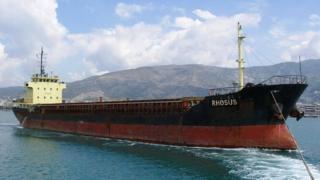 Barco con bandera de Moldavia