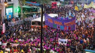 Protesto no dia 3 de junho reuniu milhares de pessoas na Argentina