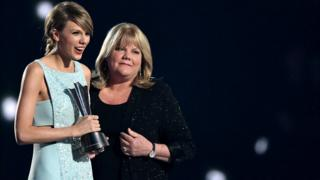 Taylor Swift and her mother, Andrea