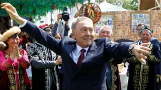 ښاغلی نظربایوف له ۱۹۹۰ کال راهیسې د تېلو پریمانه شتمنۍ لرونکي قزاقستان بې له کومې لویې ننګونې واکمن و.