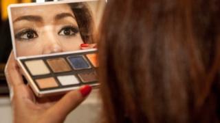 شرایط استخدام زنان در کره جنوبی: رنگ پریده، لبهای قرمز و موی بلند