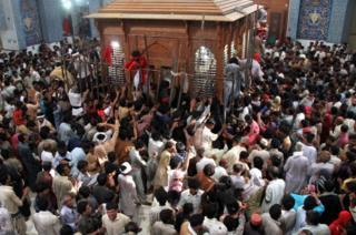 攻撃を受けた寺院はパキスタンで最も崇敬される寺院の一つだ