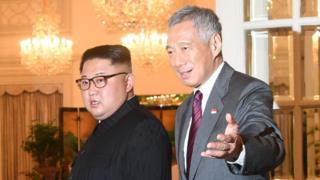 किम जोंग-उन के साथ सिंगापुर के प्रधानमंत्री ली शियेन लूंग