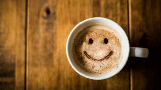 咖啡和笑脸奶泡