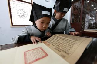与相对固定的汉字不同,汉语从古至今发音变化很大。
