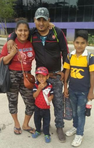 Nubia, Josè, Yair y Brayan en la caravana de migrantes.