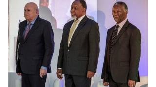 C'est la première fois que les trois anciens présidents se retrouvent pour critiquer à mots couverts la gestion du pouvoir de leur controversé successeur Jacob Zuma.