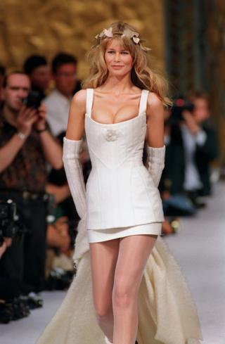 Клаудіа Шифер у весільній сукні