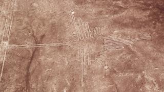 Desenho de uma ave gigante em Nasca