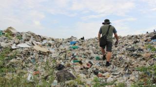 Montaña de residuos en Jenjarom