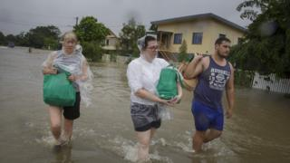 Townsville residents evacuate on Feb 3