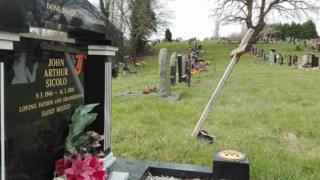 John Sicolo's gravestone