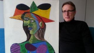 Arthur Brand con el Buste de Femme (Dora Maar)
