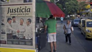 A Colombian newspaper front page shows a picture of the agreements achieved between the Government and Farc rebels in Cuba on 24 September, 2015 in Medellin, Antioquia department, Colombia