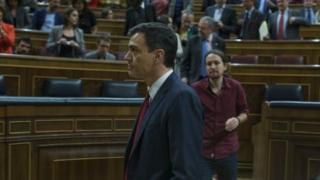 Spain's Socialist party leader Pedro Sanchez (centre) walks in parliament after Friday's vote