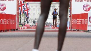 Лондонский марафон-2017: бегунья из Эфиопии Аселефеч Мерджиа заняла 3-е место в женском забеге