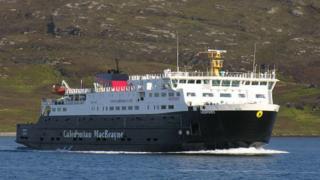 Bàt'-aiseig an MV Hebrides