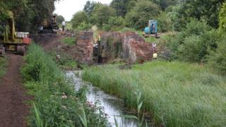 The ruined lock gate at Bacton Wood