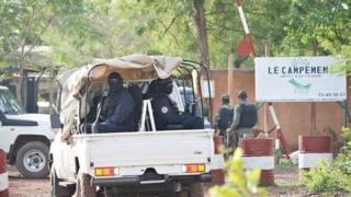 L'attaque a fait sept morts dont cinq assaillants et deux clients du campement.