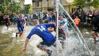 Футбол в реке