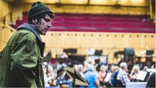 Gruff Rhys a Cherddorfa Genedlaethol Gymreig y BBC