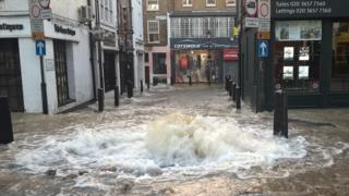 Burst pipe Islington
