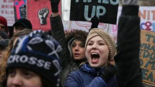 نساء يتظاهرن للمطالبة بحقوقهن