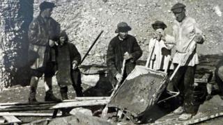Переселенцы занятые на строительстве магистрального канала