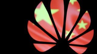 設計圖片:華為標誌與中國國旗