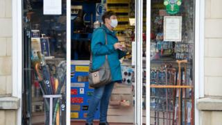 Coronavirus: Facemasks in shops to be mandatory in Wales thumbnail