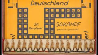 No jogo de tabuleiro Sakampf, de cunho antissemita, o objetivo era destruir a democracia alemã