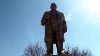 Lenin statue in Shahritus, Tajikistan, 2013