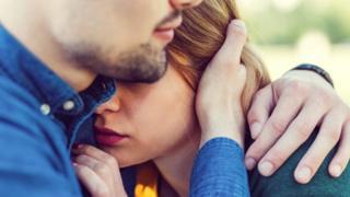 Отрицательные эмоции влияют на степень сочувствия, которое мы испытываем к тем, кому плохо