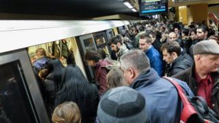 Personas en el metro