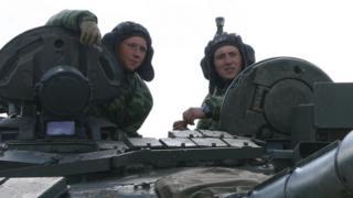 Российские танкисты на учениях в апреле 2014 года