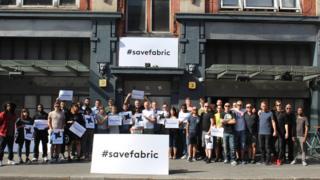 Кампании в соцсетях и на лондонских улицах с хэштегом #savefabric не спасли знаменитый клуб от окончательного закрытия