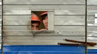 таджики за забором