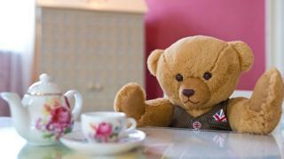 Мишка пьет чай