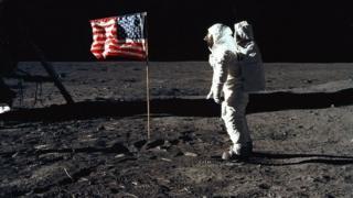چاند پر پہلا انسان