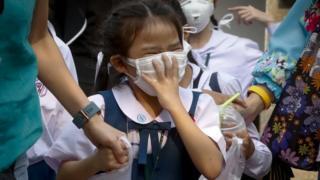 30일 미세먼지 마스크를 쓰고 있는 방콕 어린이들