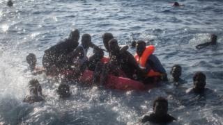 İtalya'nın Lampedusa adası açıklarında Mayıs ayında gerçekleştirilen bir kurtarma operasyonu