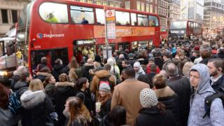 Черга на автобус у лондонському Сіті