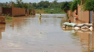 Pikin dey waka inside water for one street wey flood for Kirkissoye quarter for Niamey