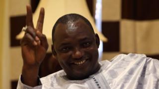 Adama Barrow ari mu gihugu ca Senegal kuva mu mpera z'indwi iheze