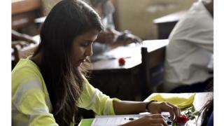 मुलांमध्ये परीक्षेचा तणाव वाढत आहे.