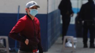 Migrante guatemalteco deportado de EE.UU. en cuarentena