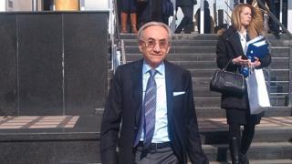 Мирослав Мишковић испред Специјалног суда, март 2015.