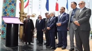 حسن روحانی رئیس جمهوری ایران بخشهایی از چند فاز پارس جنوبی را افتتاح کرد